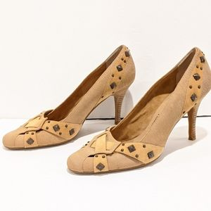 Donald J Pliner tan studded heel shoes sz 10